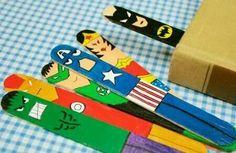 Marcador de pagina de superheroes hecho con palos de helado :)