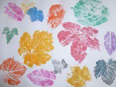 Kinder basteln im Herbst: Bunte Blätter