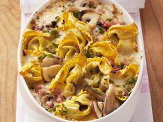 Auf in die Pilze mit euch!  Warum? Damit ihr dieses Tortellini-Pilz-Gratin nachkochen könnt! | Zeit: 50 Min. | http://eatsmarter.de/rezepte/nudel-pilz-gratin