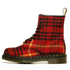 ~ tartan Doc Martens ~ I used to own these :) Dr. Martens, Botas Dr Martens, Tartan Fashion, Look Fashion, Fashion Shoes, Latex Fashion, Gothic Fashion, Tartan Shoes, Tartan Plaid