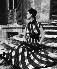 Dorian Leigh in a dress by Giovannelli-Sciarra, Rome 1952 (photo by Genevieve Naylor)