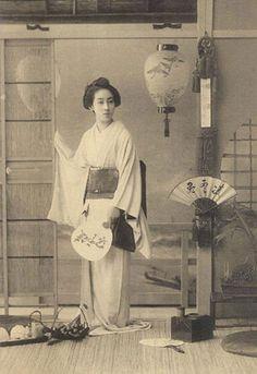 Vintage Postcard - Geisha.