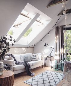 I would very much love to live in a loft like this that filled with sunshine.