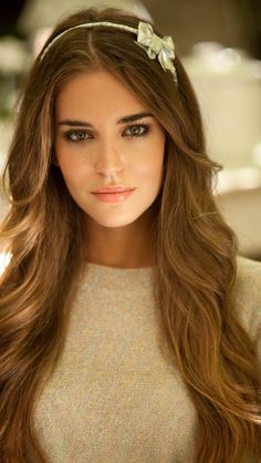 Clara Alonso - somebody knows she's a Soft Autumn, there are pics everywhere of her in this beautiful, dusty palette. She appears often in golden-earth neutrals which is fortunate because they look incredible on her. Girl Face, Woman Face, Beautiful Eyes, Most Beautiful Women, Mode Inspiration, Pretty Face, Hair Makeup, Hair Beauty, Beauty Makeup