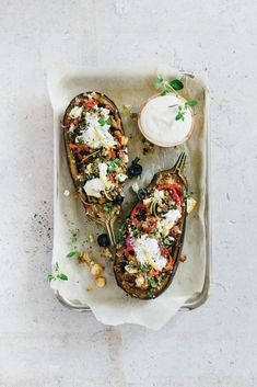 Griekse gevulde aubergines Vegetarian Recipes Easy, Veggie Recipes, Healthy Recipes, Food Porn, Tapas, Recipes From Heaven, Greek Recipes, Vegetable Dishes, Healthy Cooking
