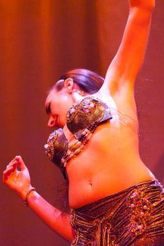 """Giri, chassé e gestione dello spazio coreografico. Dal movimento """"nudo e crudo"""" e dalla precisione, arriviamo a rendere più  efficace ciò che meglio conosciamo, attraverso la consapevolezza e il piacere di danzare. sabato ore 14-16 a Spazio Aries. info@spazioaries.it"""