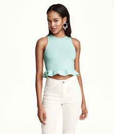 A ruffled flare gives this mint green crop top an extra flirty feel. | H&M Pastels