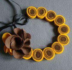 Gioielli in feltro - Spirale collana e spilla Kanzashi - un prodotto unico di Ifffka su DaWanda