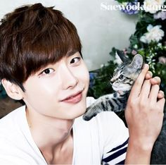 Lee Jong Suk  이종석 with kitty cat