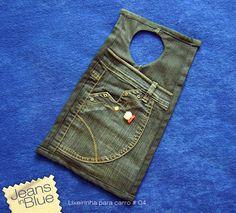Lixeirapara carro confeccionada a partir da parte de cima de uma calça jeans. Detalhes em tecido de algodão. Enfeites em botões coloridos. Super charmosa!!! Para comprar entre em contato por mail…
