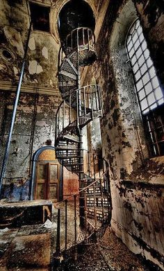 The Infinite Gallery : Abandoned Watertower, Lincolnshire, England