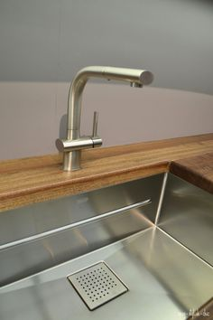... Franke Kitchen Systems on Pinterest Fireclay Sink, Faucets and Sinks