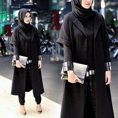ranihatta's photo on Instagram Casual Hijab Outfit, Vest Outfits, Hijab Dress, Fashion Outfits, Womens Fashion, Black Hijab, Moslem Fashion, Hijab Collection, Street Hijab Fashion