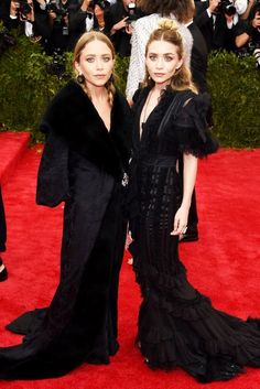 Mary-Kate and Ashley Olsen stun in black at the 2015 MET Gala! #style #fashion #olsentwins