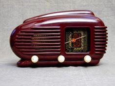 old radios | ... old radios home gallery bakelites tesla model 308u talisman radio 1956