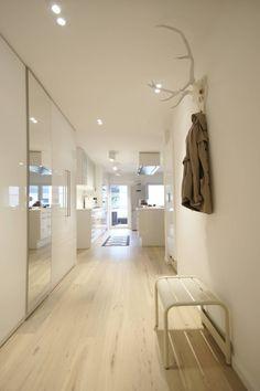 Aus einer ehemaligen Junggesellenwohnung haben die Münchner Innenarchitekten von Stylingroom einen modernen Wohnort für eine Familie gezaubert, die in jeglichen Facetten überzeugt!