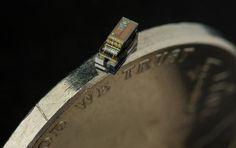 Кубический миллиметр. Американцы создали наименьший компьютер в мире. Инженеры Мичиганского университета (США) показали готовый к производству самый маленький в мире компьютера Michigan Micro Mote (M3), объемом всего в кубический миллиметр.