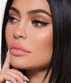 Stunning 40+ Cat Eye Makeup Ideas Hooded Eye Makeup, Cat Eye Makeup, Smokey Eye Makeup, Lip Makeup, Beauty Makeup, Mauve Makeup, Winged Eyeliner, Dramatic Eye Makeup, Makeup For Green Eyes