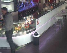 Attualià: #Titolari di un #bar pubblicano la foto del ladro su Facebook e lanciano un appello (link: http://ift.tt/2hJlqyH )
