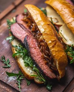 Smoked Tri-Tip sandwich with carmelized bourbon onions, arugula, gouda cheese, and smoked garlic mayo 😲If this combo doesn't make your jaw… Tri Tip Sandwich, How To Make Sandwich, Sandwich Recipes, Traeger Recipes, Beef Recipes, Buffalo Wild Wings Sauces, Cheese Jokes, Bbq Tri Tip, Smoked Tri Tip