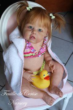 Candy - Prototype toddler reborn fille - by Feuille de Cerise Nursery - 66 cm - 4 kg 100 (Prototype Violet par Jannie de Lange) - Stunning dolls