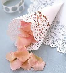 Bolo con petalos de rosas/Roses petals cones
