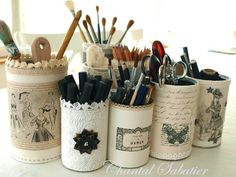 boites a crayons creation chantal sabatier 8 Tin Can Crafts, Diy Arts And Crafts, Home Crafts, Altered Tins, Altered Bottles, Decoupage Vintage, Vintage Crafts, Tin Can Art, Recycle Cans