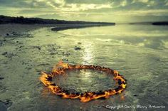 """bobbycaputo: """" Spectacular Land Art Installations Complement the Beauty of the Irish Countryside Artist Gerry Barry uses objects found in nature to create spectacular installations that enhance the. Land Art, Art Environnemental, Art Et Nature, Ephemeral Art, In Natura, Irish Landscape, Fire Art, Installation Art, Art Installations"""