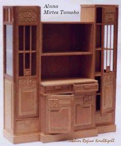 Móvel executado por Mirtes Tomoko. Reprodução da coleção de móveis de sua família. escala 1:12