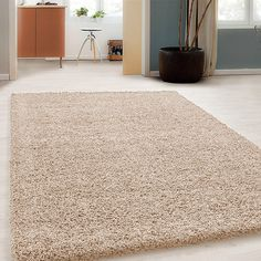 Hoogpolig vloerkleed - Solid Beige is een effen vloerkleed met een hoge pol.  Warme voeten gegarandeerd! ✓14 dagen bedenktijd ✓Achteraf betalen Shag Rug, Taupe, Rugs, Modern, Carpets, Design, Home Decor, Bedroom, Products