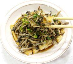 저는 매번 요리를 하기 전 이런 고민을 합니다. 그것은, 재료가 매우 간단하면서도... 만들기 쉽고 맛까지 좋은 요리가 무엇이 있을까?인데요. 오늘은 이 세가지를 모두 만족시킨 두부느타리버섯 샐러드 만드는법.. Cooking Recipes, Healthy Recipes, Korean Food, Salad Dressing, Japchae, Good Food, Food And Drink, Health Fitness, Ethnic Recipes
