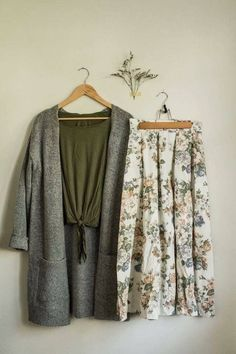 40 Trendy Fashion Combination For This Fall - - 40 Comfy Fall Outfits That You Will Absolutely Love Mode Chic, Mode Style, Modest Clothing, Modest Fashion, Fashion Dresses, Clothing Stores, Fashion Clothes, Women's Clothing, Look Fashion