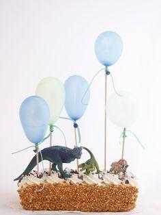 In 5 minuten van zelfgekocht naar zelfgemaakt Dinosaur Cake, Dinosaur Birthday Party, Birthday Treats, Party Treats, Party Cakes, Birthday Parties, Dino Cake, Birthday Cake, Bolo Dino