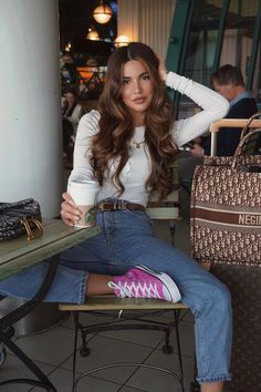 Spring Outfits With Jeans - Winter Street Style Spring Outfits With Jeans - Spring Outfits With Jeans Jeans Outfit for spring Jean Outfits, Casual Outfits, Cute Outfits, Fashion Outfits, Pink Converse, Pink Sneakers, Negin Mirsalehi, Denim Ideas, Airport Style