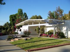 I love Eichlers! Do you?  Eichler home by Tiki Lisa, via Flickr