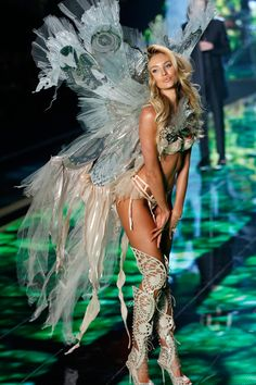 All The Angel Kisses From the Victoria's Secret Fashion Show - Victoria's Secret Angels - Elle