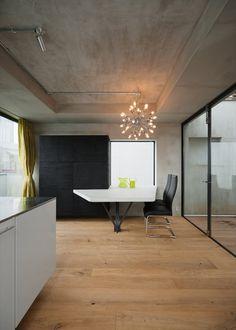 2F建てから3F建てにリノベーションされたコンクリート住宅 - The Arch Design