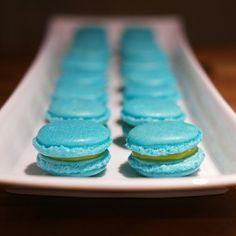 Macarons with lemoncurd