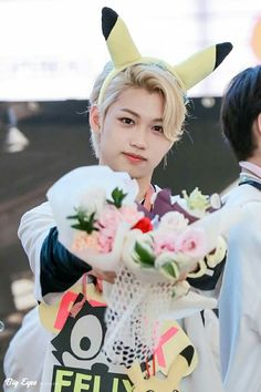 Felix from JYP Entertainment's boy group Stray Kids He looks like a prince with the flowers and blonde hair