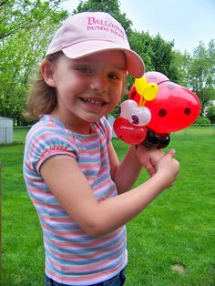 lady bug balloon twisting bracelet #balloon #twisting