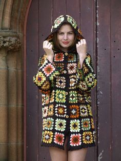 but without the hood handmade crochet granny square woollen jumper sweater coat jacket cardigan Crochet Diy, Diy Crochet Granny Square, Point Granny Au Crochet, Crochet Bolero, Cardigan Au Crochet, Beau Crochet, Granny Square Sweater, Crochet Vintage, Pull Crochet
