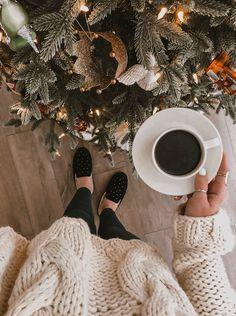 Christmas Feeling, Christmas Couple, Cozy Christmas, Winter Pictures, Christmas Pictures, Cute Christmas Wallpaper, Story Instagram, Instagram Shop, Christmas Aesthetic