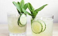Als je op zoek bent naar een verfrissend, caloriearm drankje, dan is dezeicetea een absolute winner. Door de toevoeging van citrus verhoogt het niveau antioxidanten van de groene thee en krijgt je metabolisme een extra boost. Het drankje telt slechts 15 calorieën én het is zo simpel te maken als het is om te drinken.