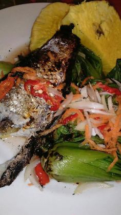 Ika tavu Fijian Recipes, Fijian Food, Samoan Food, National Dish, Island Food, Fish And Seafood, Food Dishes, Seafood Recipes, I Foods