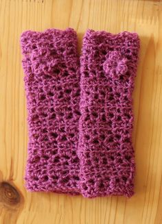 Tri-Lace Fingerless Gloves from Bethsco Blog.