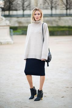 Anya Rubik with a clean and lineal outfit which looks so comfy I want to try it right now. Plus: ankle booties. #style #outfit #fashionista #icon #streetstyle #beanie #sunglasses #denim #jakcet #blogger #fashionweek #inspiration #inspo