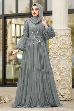Long Dress Fashion, Abaya Fashion, Fashion Dresses, Beautiful Gown Designs, Hijab Mode Inspiration, Abaya Mode, Hijab Stile, Abaya Designs, Muslim Women Fashion