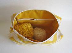 Boxy Pouch with inner zip pocket. Handmade Knitting project bag. #yarn #bag