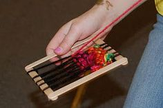Mini weaving with a popsicle stick loom: handy craft for camping. Popsicle Stick Crafts, Craft Stick Crafts, Fun Crafts, Crafts For Kids, Arts And Crafts, Popsicle Sticks, Craft Sticks, Weaving Projects, Camping Crafts