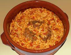 Ελληνικό παραδοσιακό φαγητό, που μας θυμίζει τις Κυριακές που τρώγαμε στη γιαγιά... Μια συνταγή για ένα πεντανόστιμο μοσχαράκι γκιουβέτσι με κριθαράκι στο